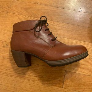 Wolky leather heeled lace up booties - size 37